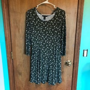 Stretchy Green Dress with Daisies and Cross Tie
